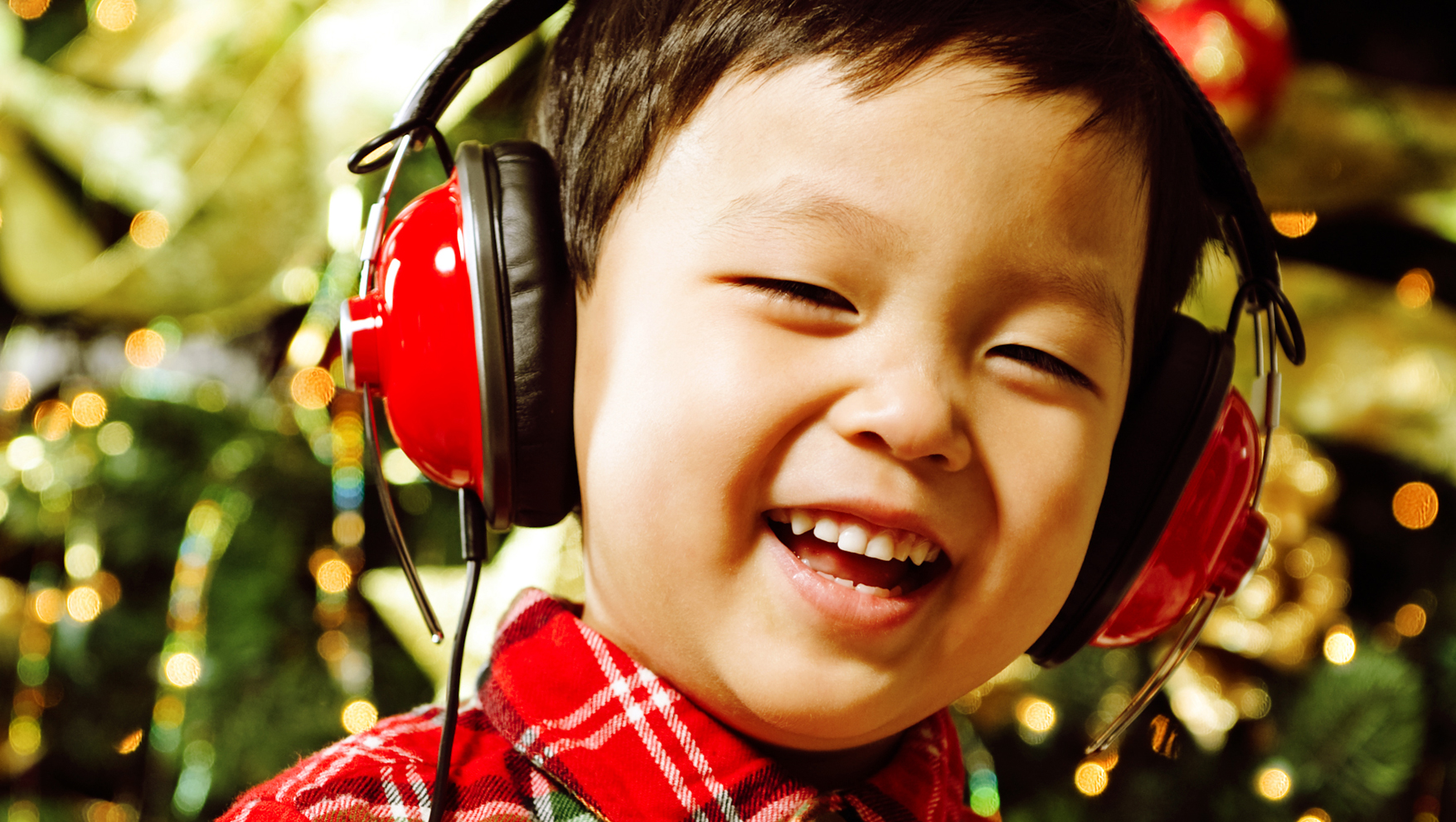 Introducing the Ultimate Christmas Playlist for Your Family