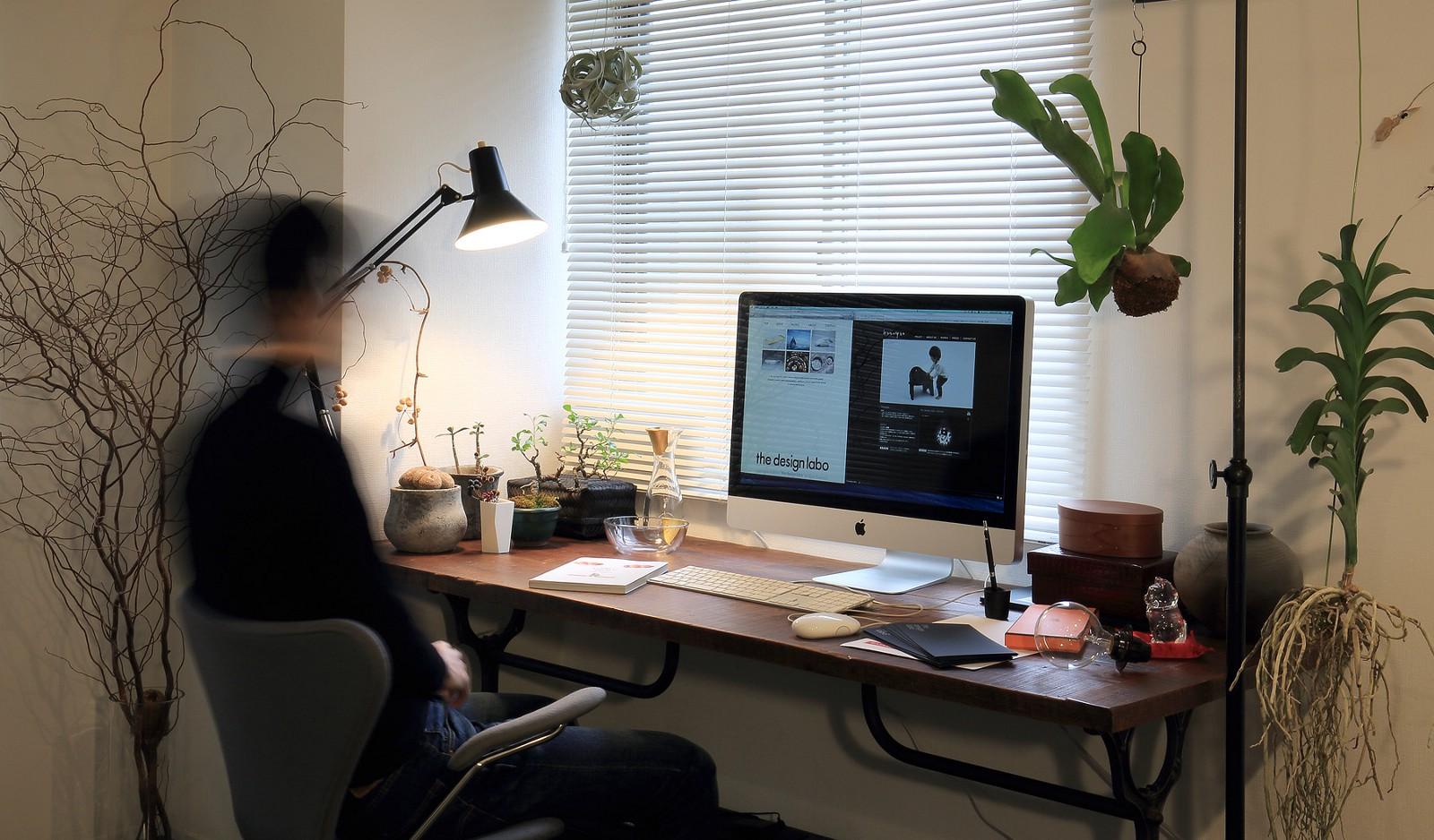 Satoshi Itasaka at his Tokyo studio
